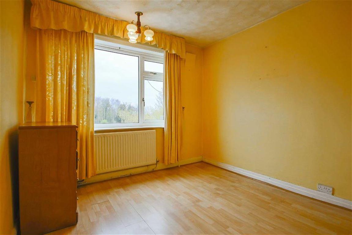 3 Bedroom Semi-detached House For Sale - Image 7