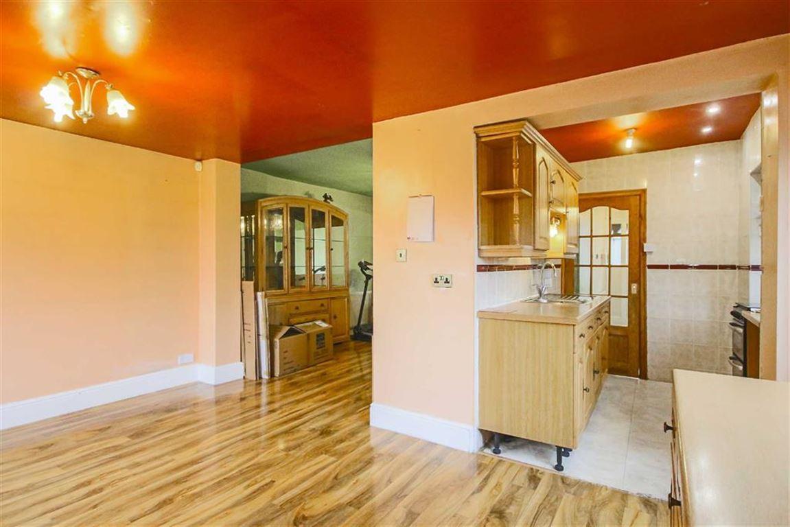 3 Bedroom Semi-detached House For Sale - Image 13