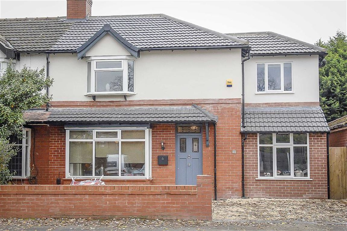 4 Bedroom Semi-detached House For Sale - Image 4