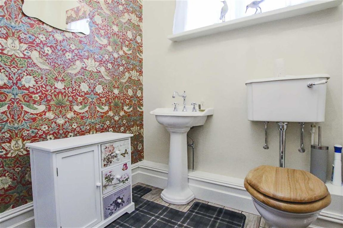 3 Bedroom Mid Terrace House For Sale - Image 15