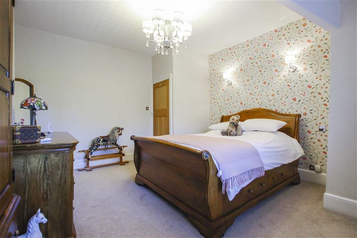 3 Bedroom Mid Terrace House For Sale - Image 25