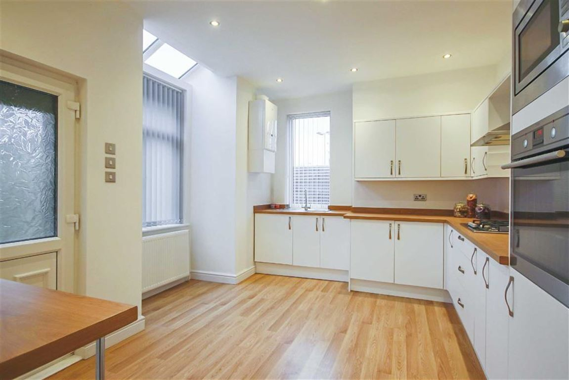 3 Bedroom Semi-detached House For Sale - Image 8