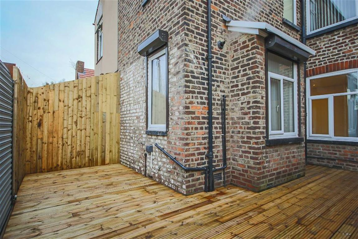 3 Bedroom Semi-detached House For Sale - Image 7