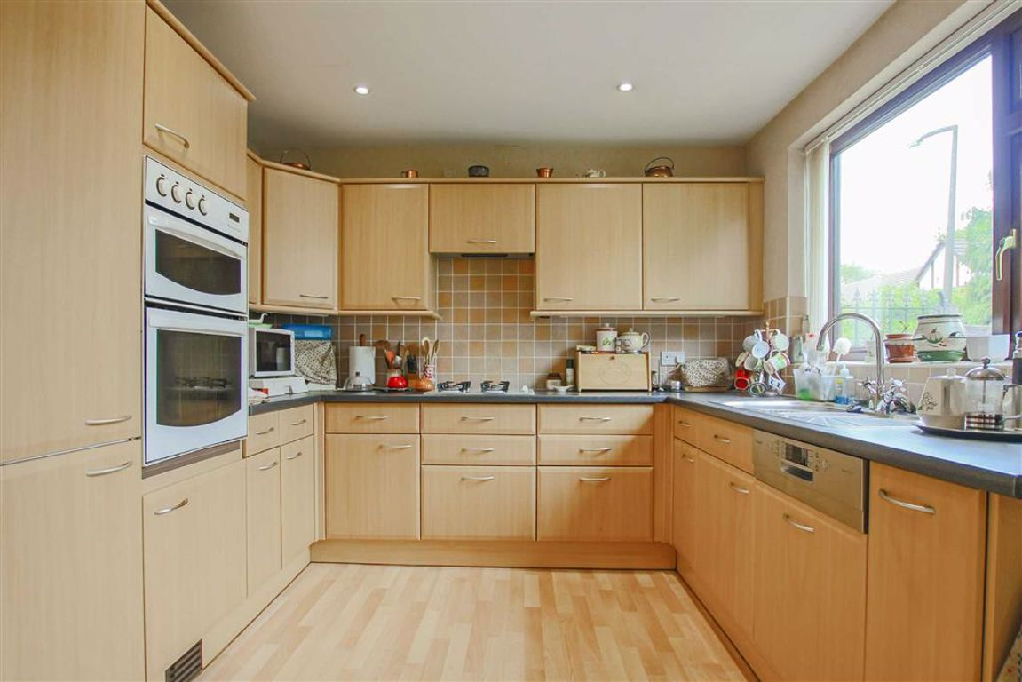 4 Bedroom Detached House For Sale - Image 3