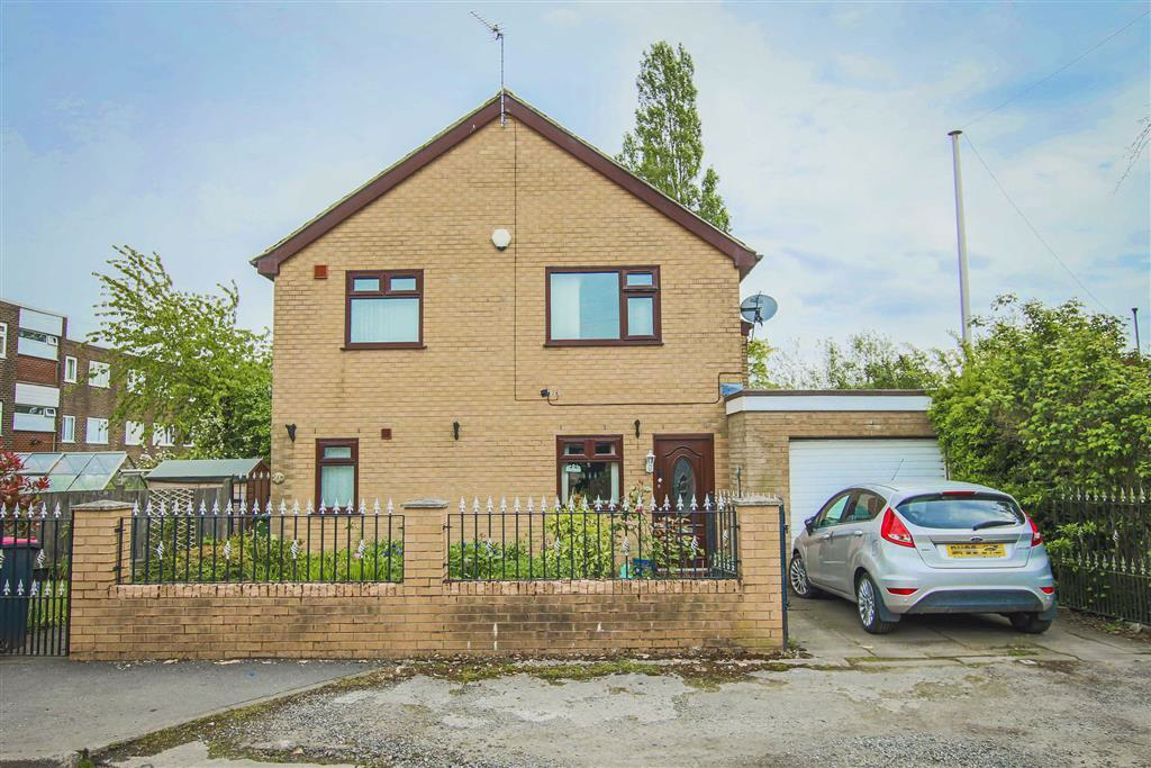4 Bedroom Detached House For Sale - Main Image