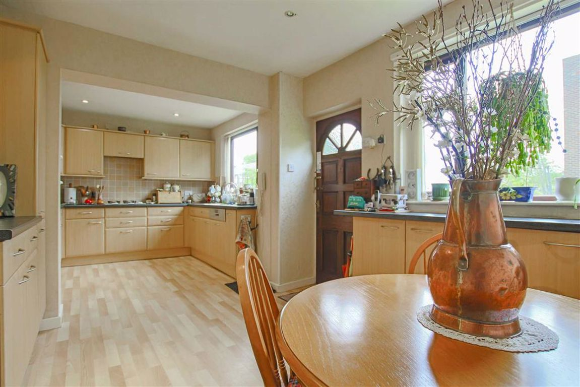 4 Bedroom Detached House For Sale - Image 9