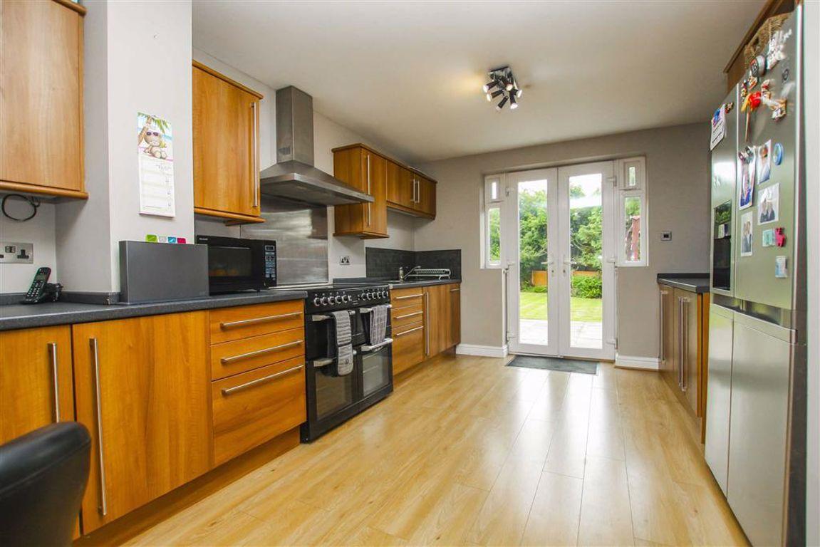 3 Bedroom Detached House For Sale - Image 5
