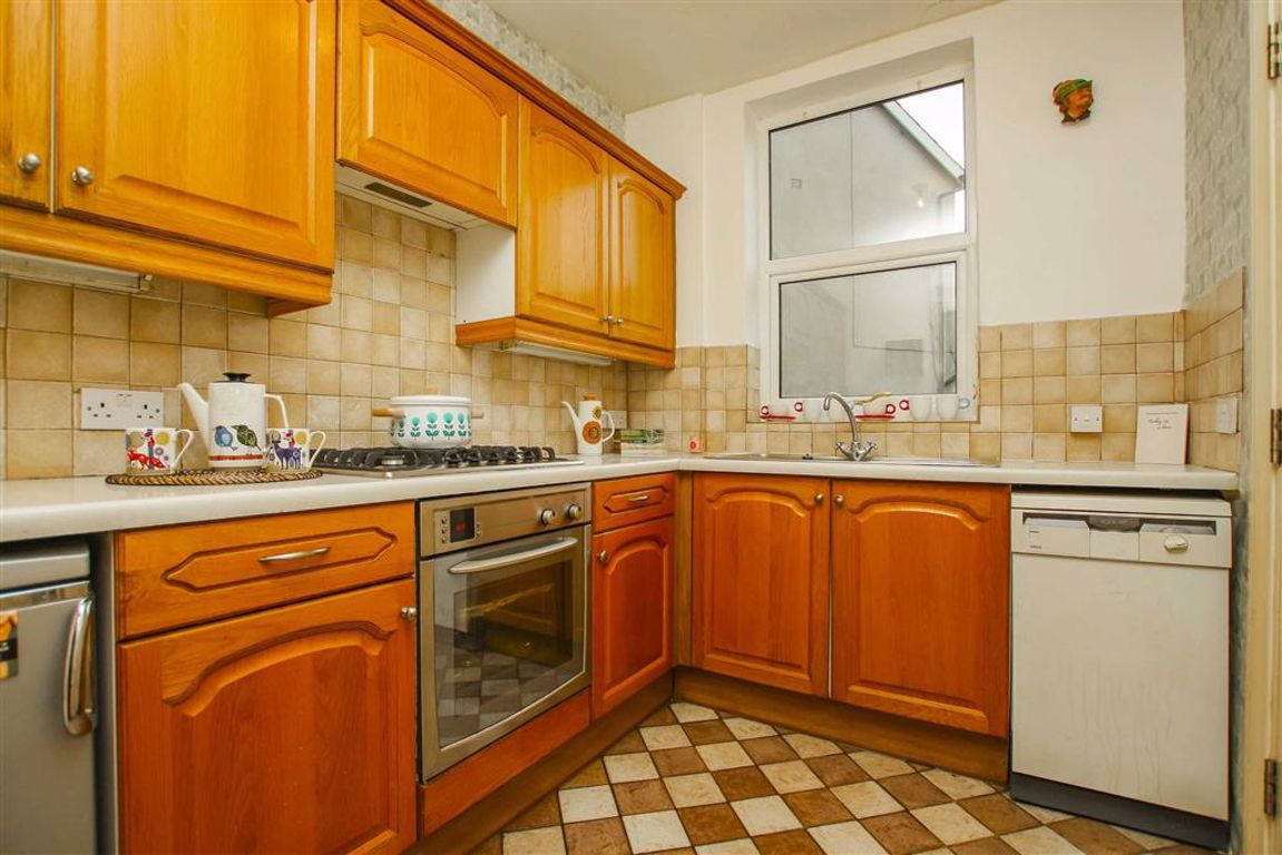 2 Bedroom Mid Terrace House For Sale - Image 4