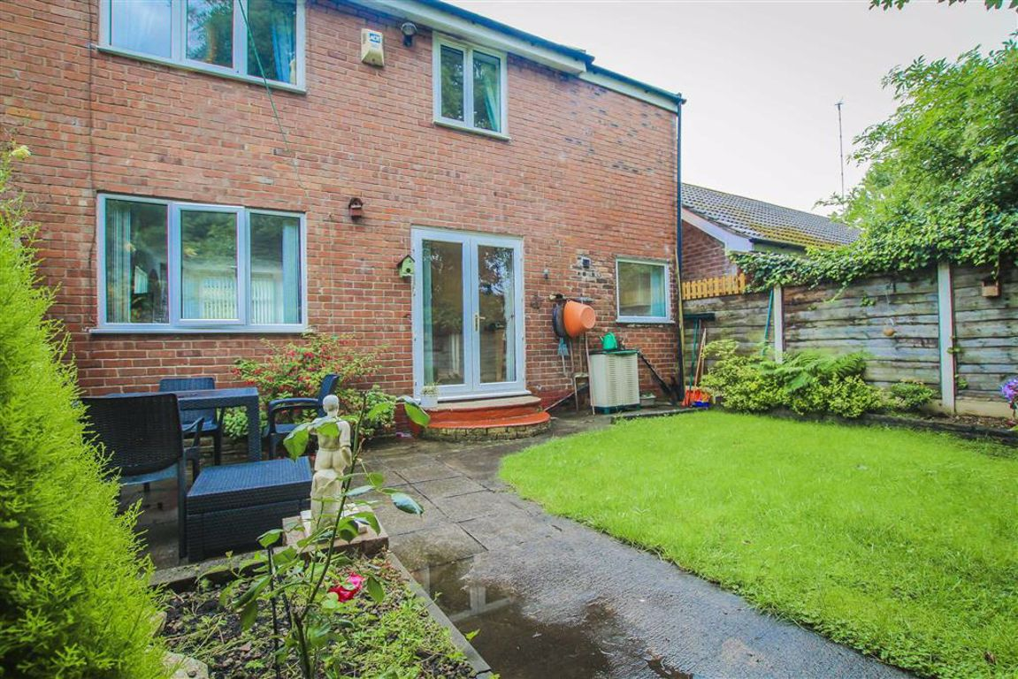 3 Bedroom Semi-detached House For Sale - Image 19