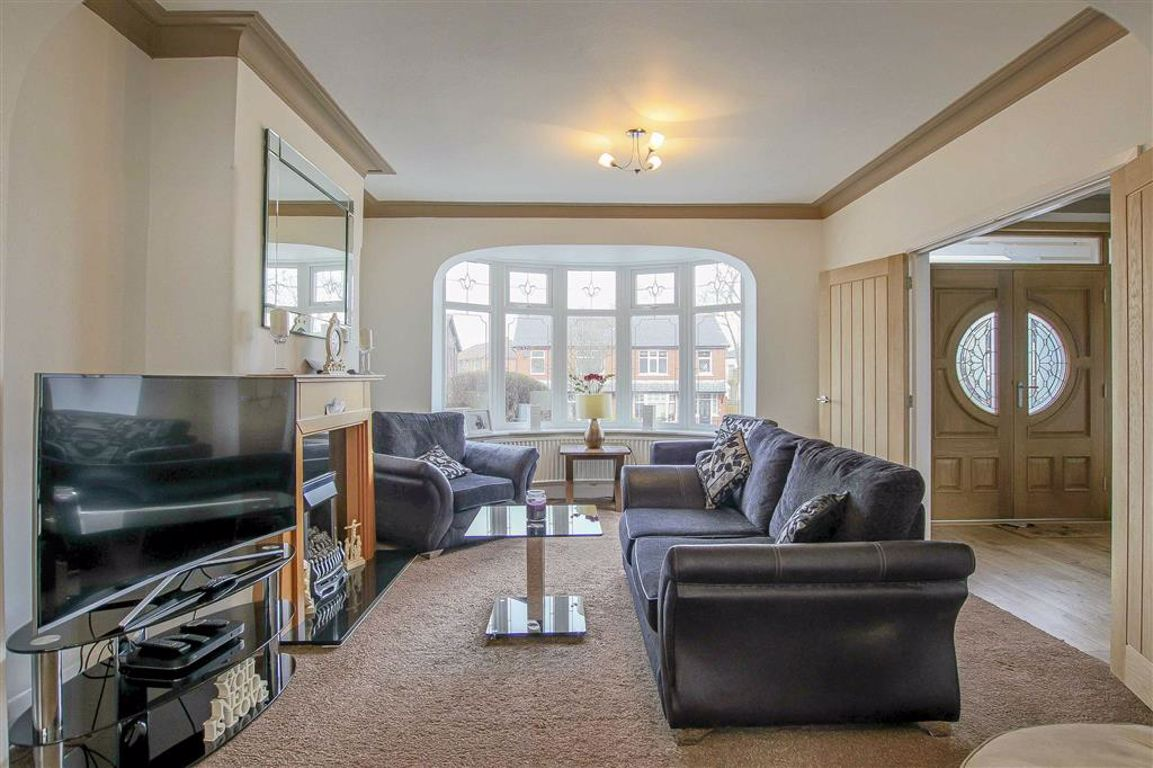 4 Bedroom Semi-detached House For Sale - Main Image