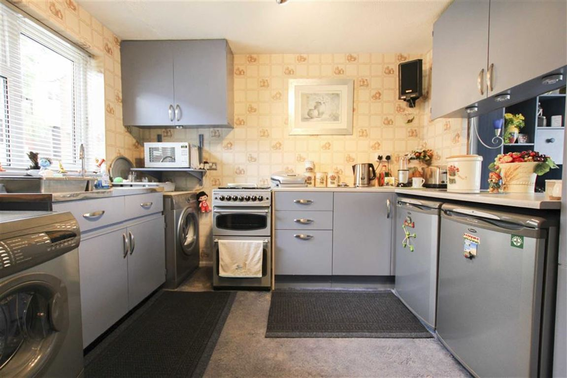 3 bedroom semi detached house for sale in aylesbury walk burnley 3 bedroom semi detached house for sale image 5