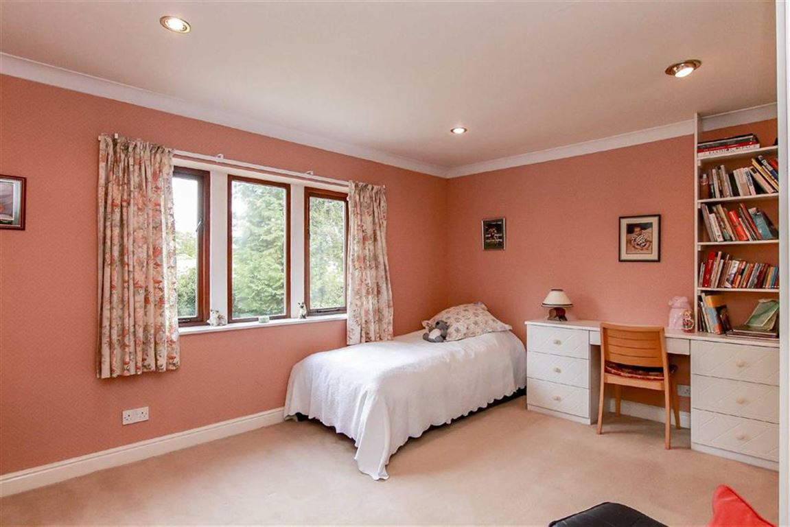 5 Bedroom Detached House For Sale - Image 19