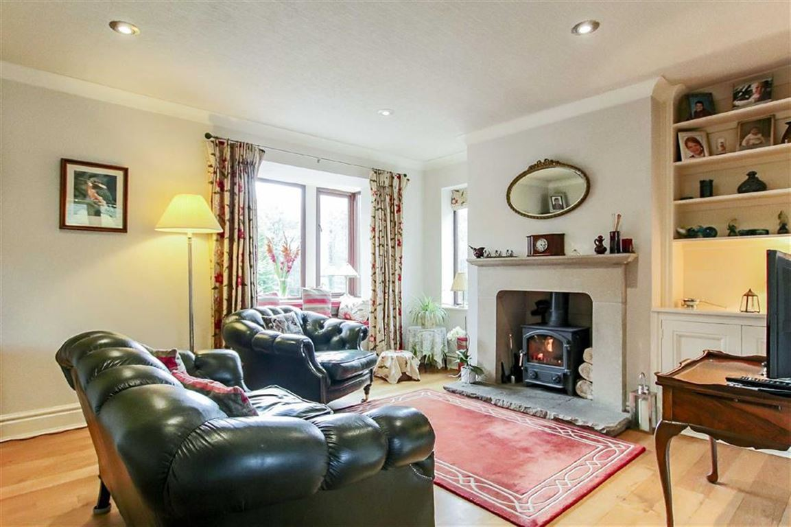 5 Bedroom Detached House For Sale - Image 2