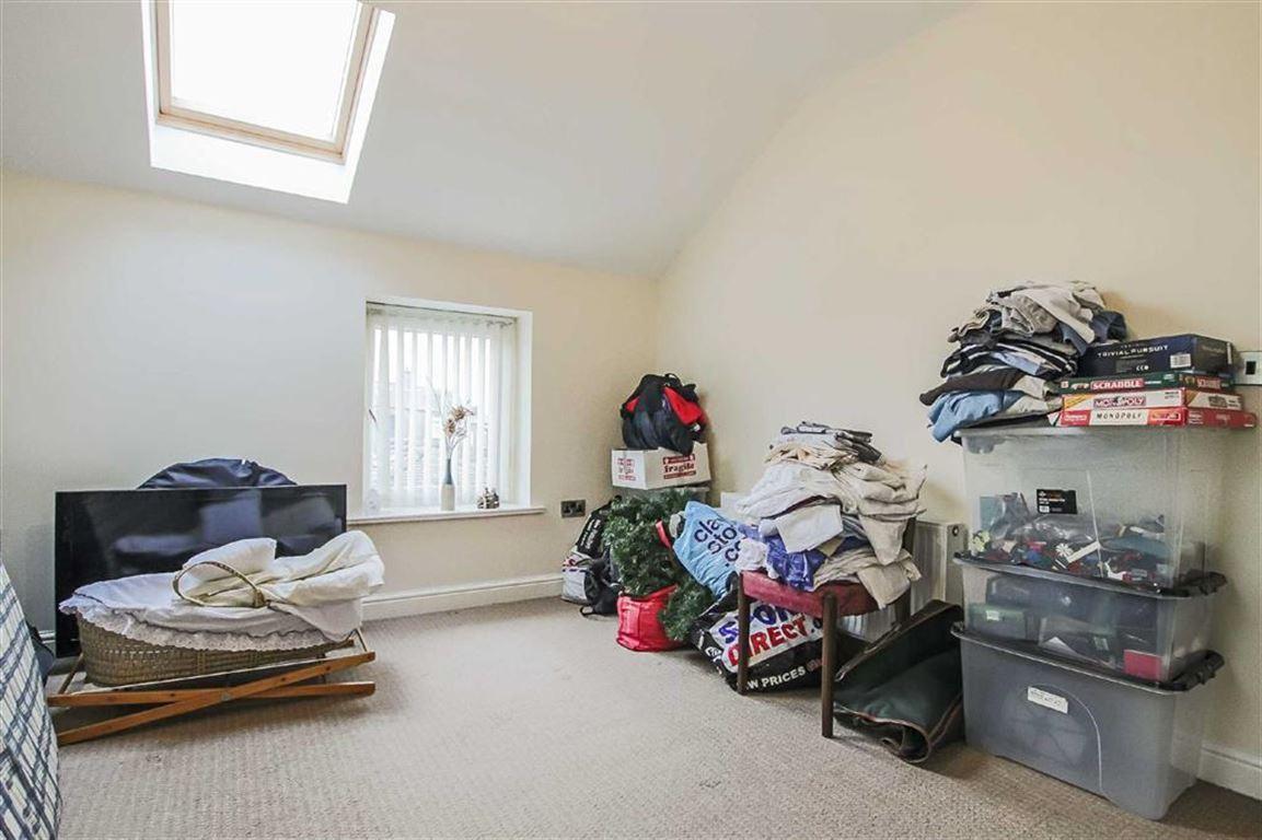 2 Bedroom Detached House For Sale - Image 5