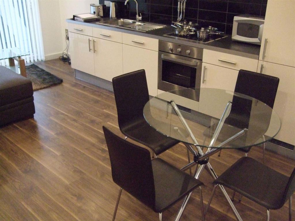 No 1 Pink Media City, Salford Quays - 2 Bed - Apartment