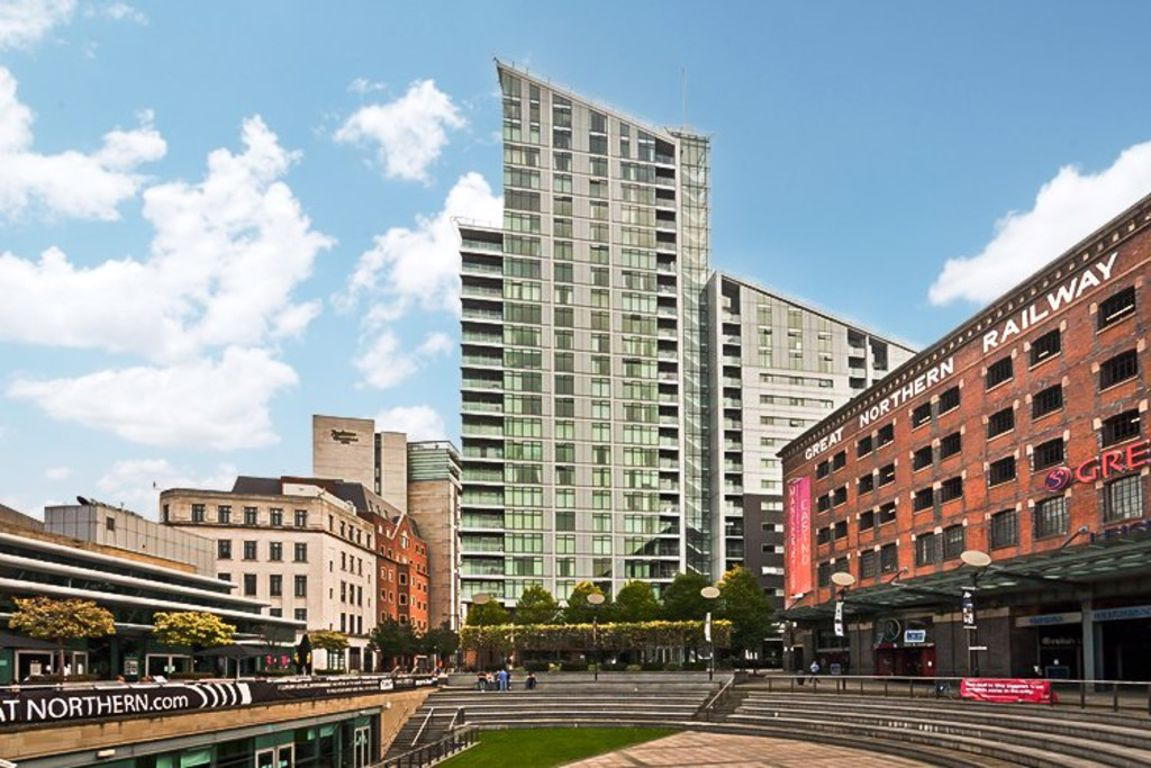 Salford Quays-manchester/No 1 Pink Media City-manchester/30255923