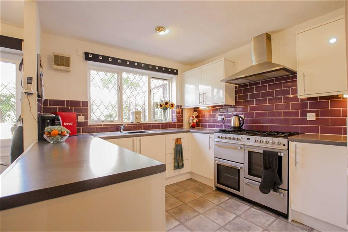 4 Bedroom Detached House For Sale - Image 24