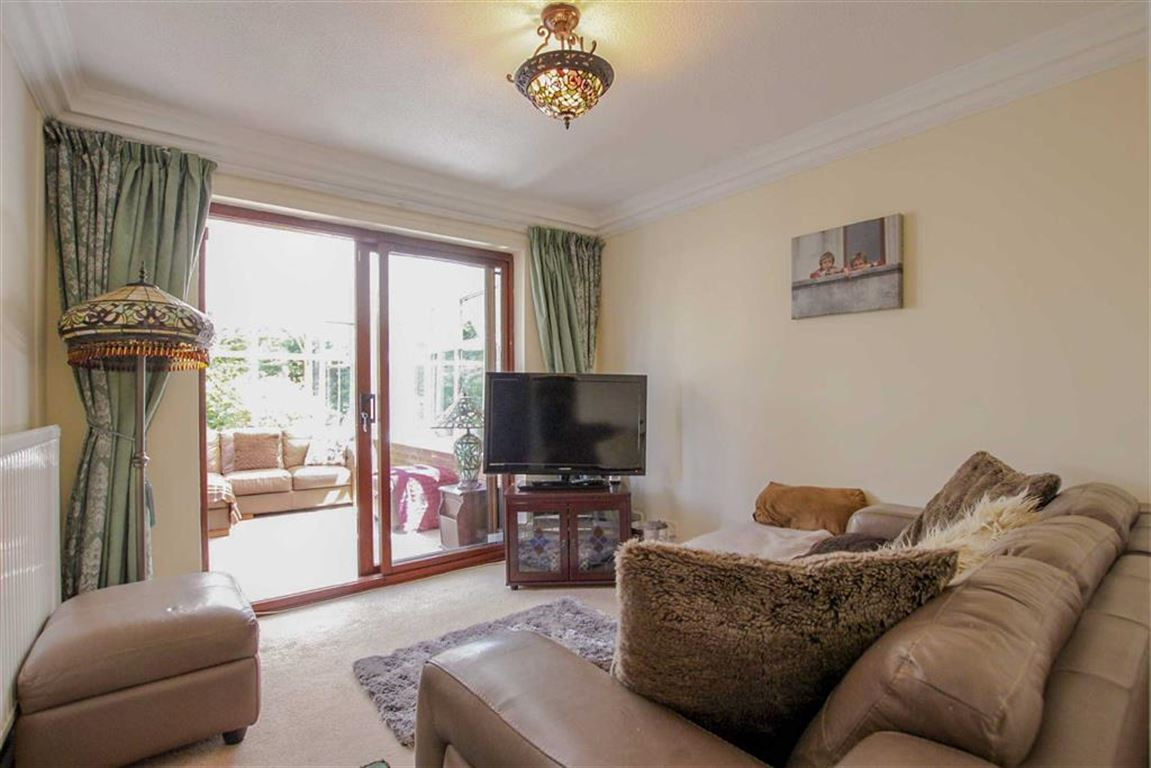 4 Bedroom Detached House For Sale - Image 6