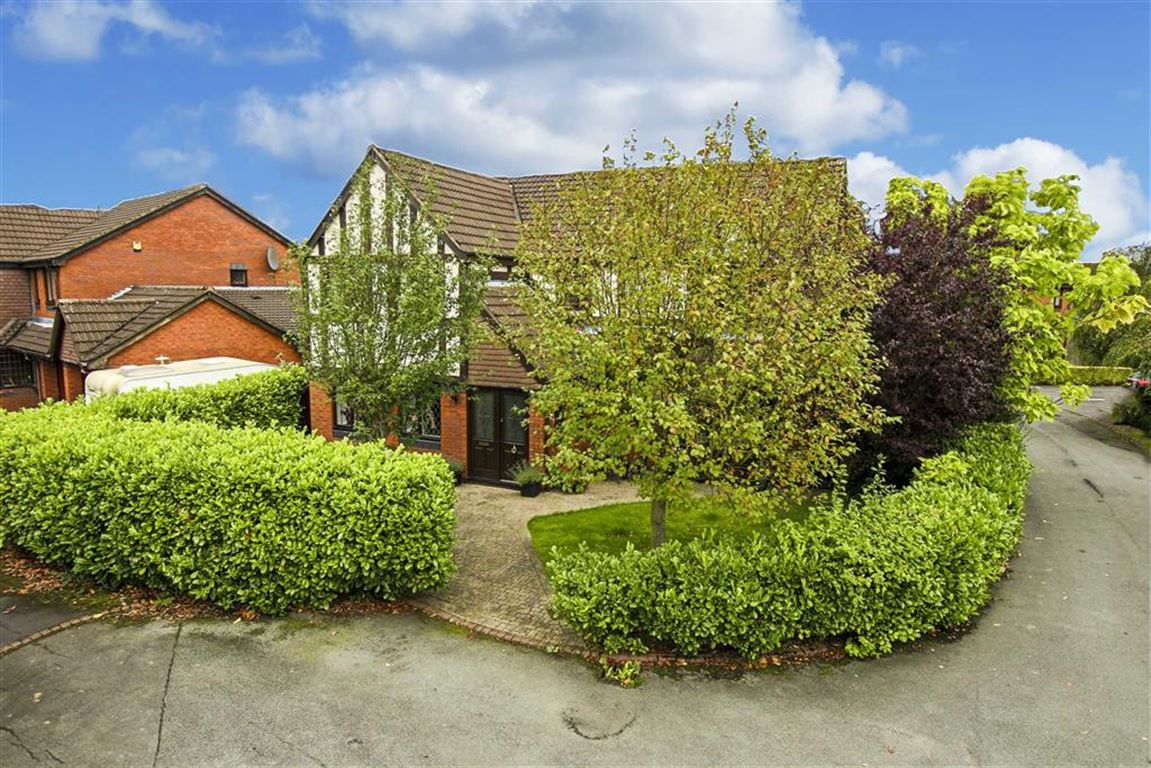 4 Bedroom Detached House For Sale - Image 2