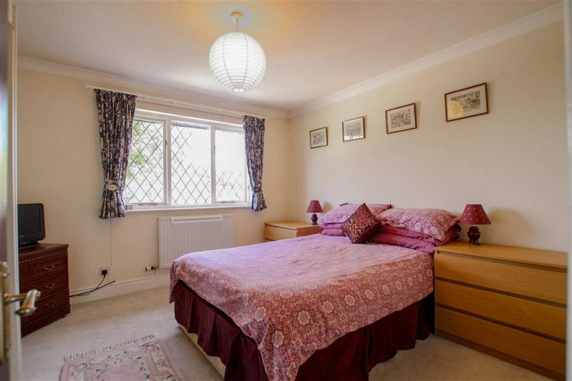 4 Bedroom Detached House For Sale - Image 11