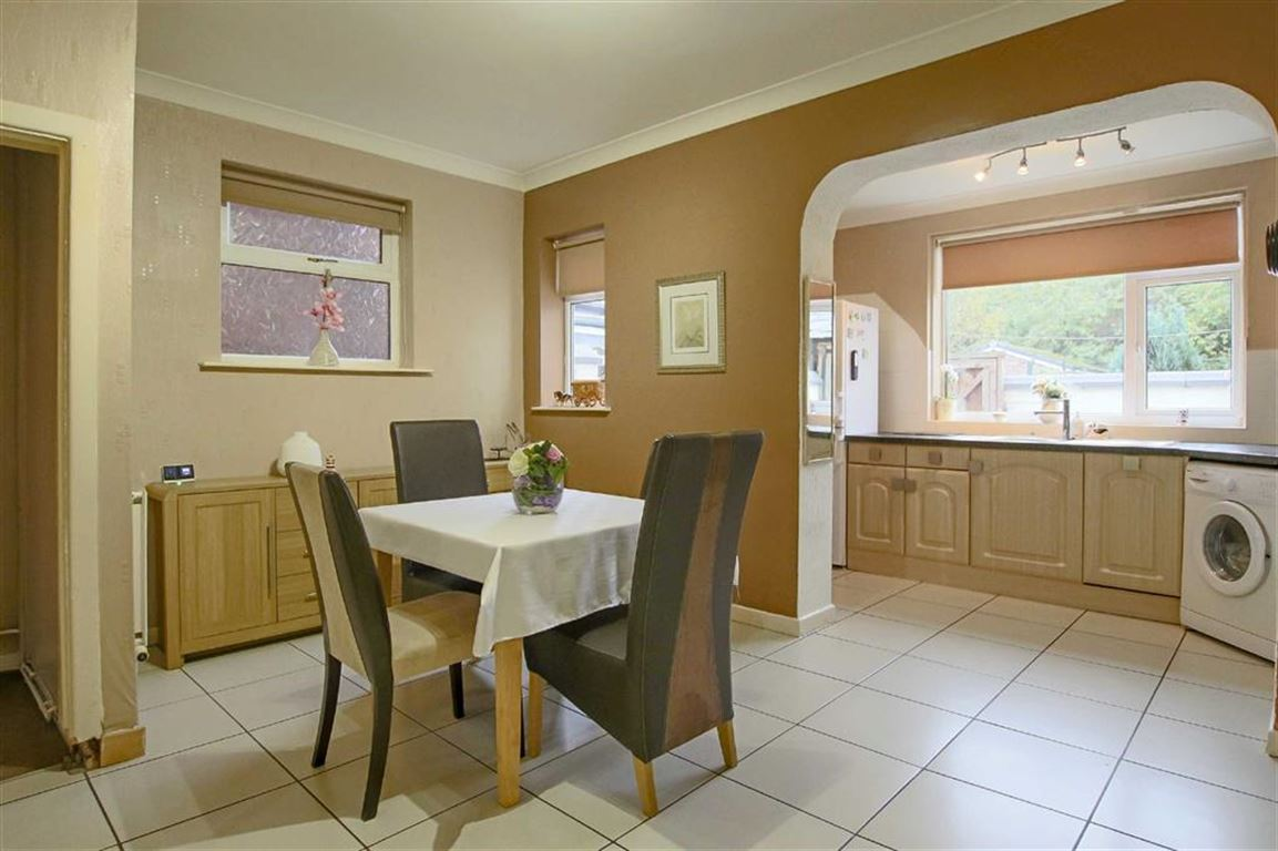 3 Bedroom Semi-detached House For Sale - Image 14