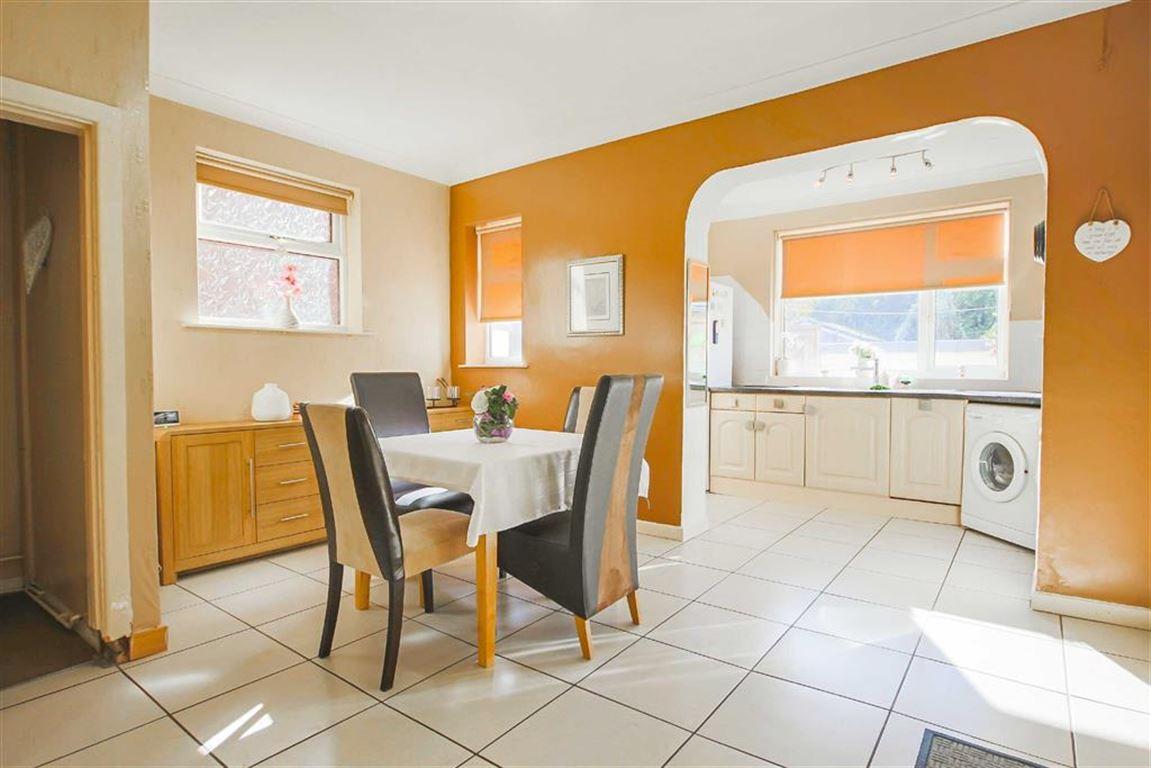 3 Bedroom Semi-detached House For Sale - Image 4