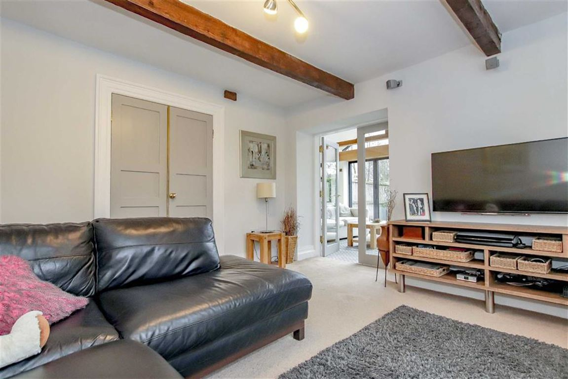 6 Bedroom Farmhouse For Sale - Image 10