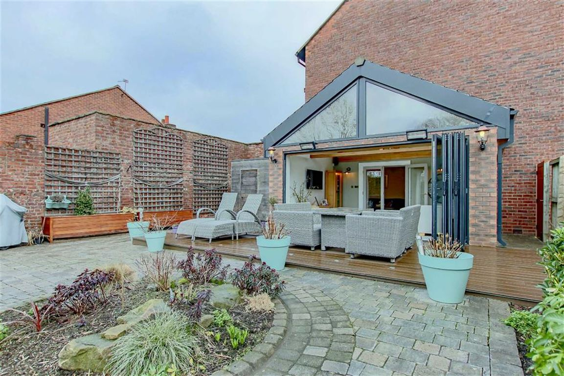 6 Bedroom Farmhouse For Sale - Image 14