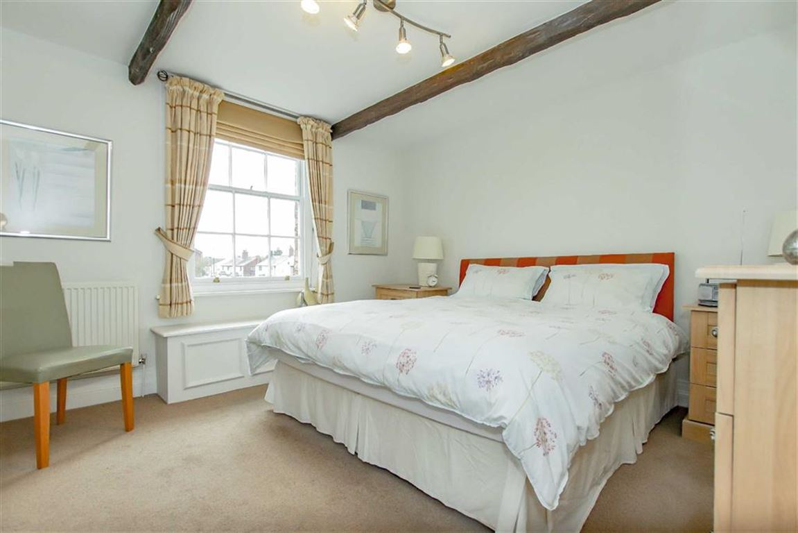 6 Bedroom Farmhouse For Sale - Image 7