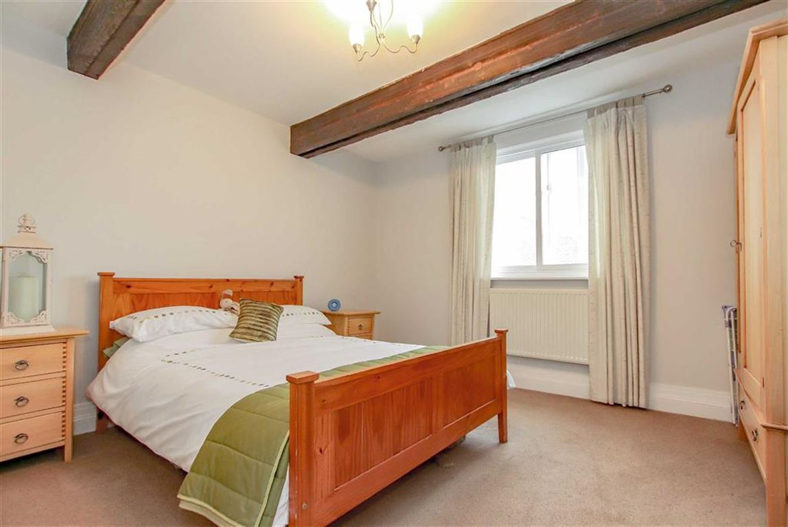 6 Bedroom Farmhouse For Sale - Image 8
