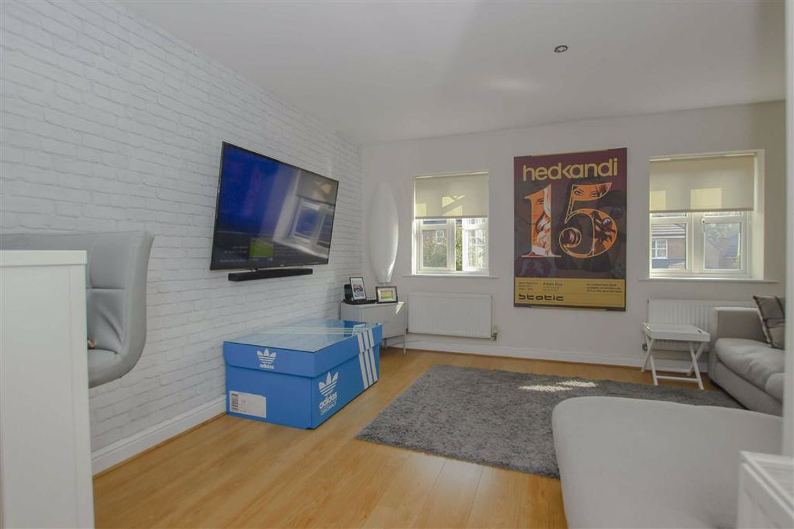3 Bedroom Townhouse House For Sale - Main Image