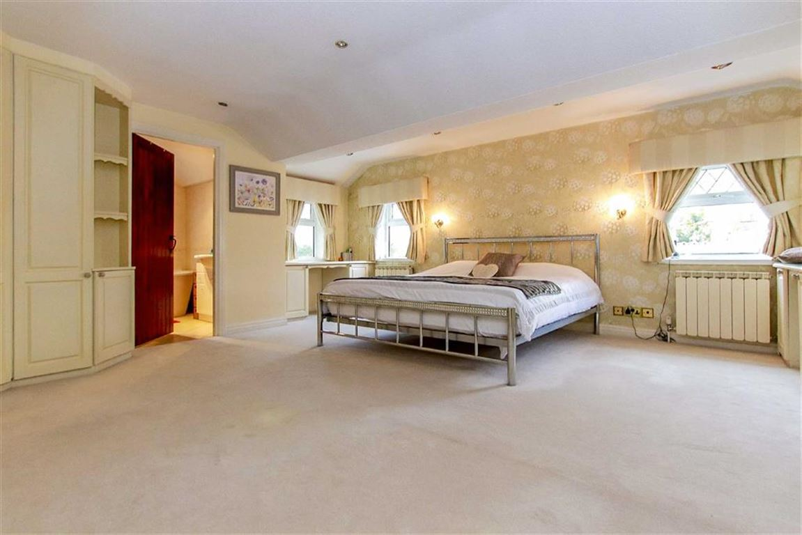 4 Bedroom Farmhouse For Sale - Image 5