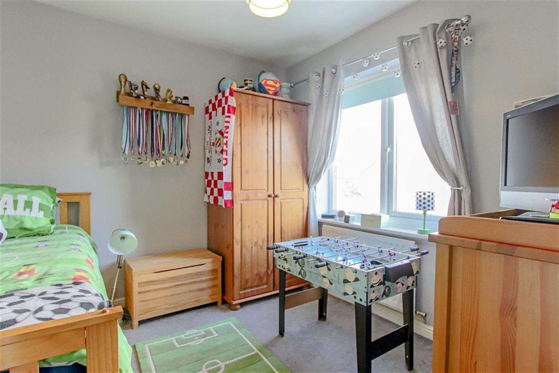 3 Bedroom Semi-detached House For Sale - Image 8