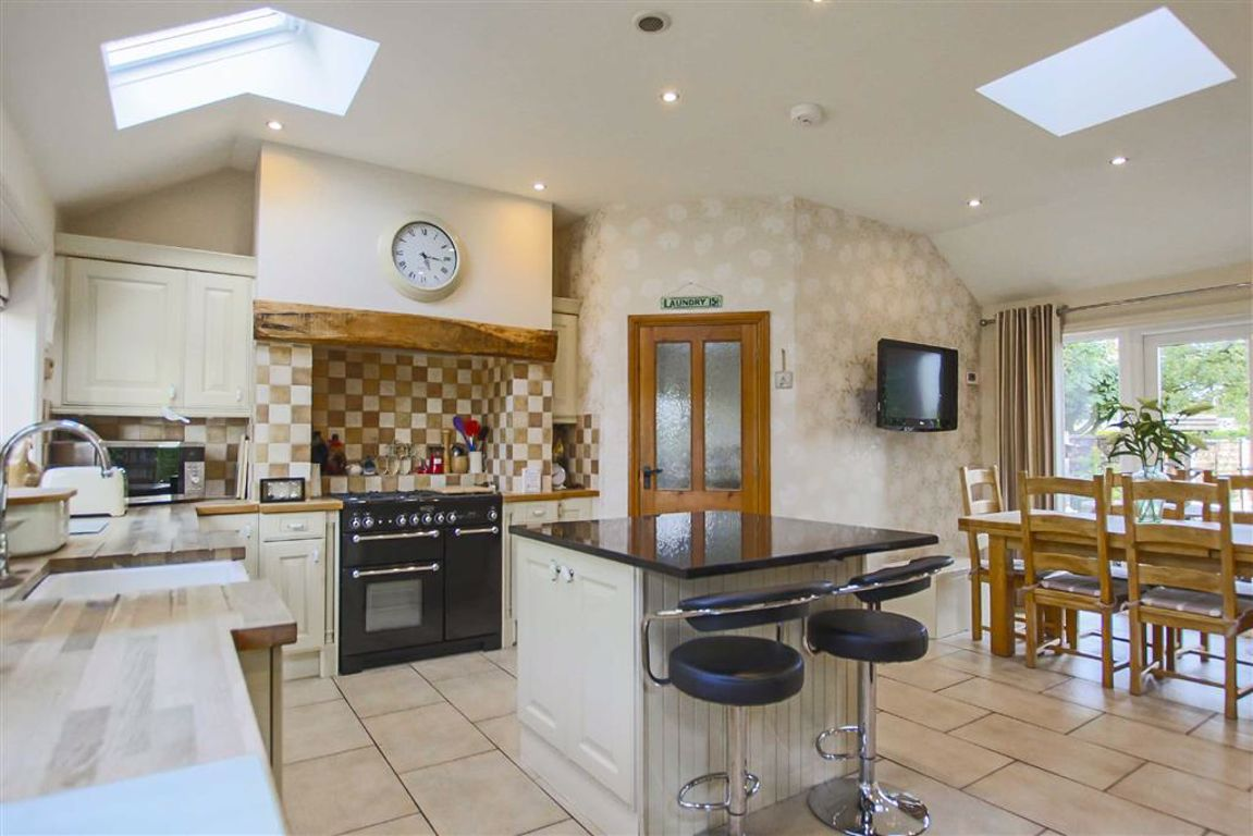 4 Bedroom Detached House For Sale - Image 4