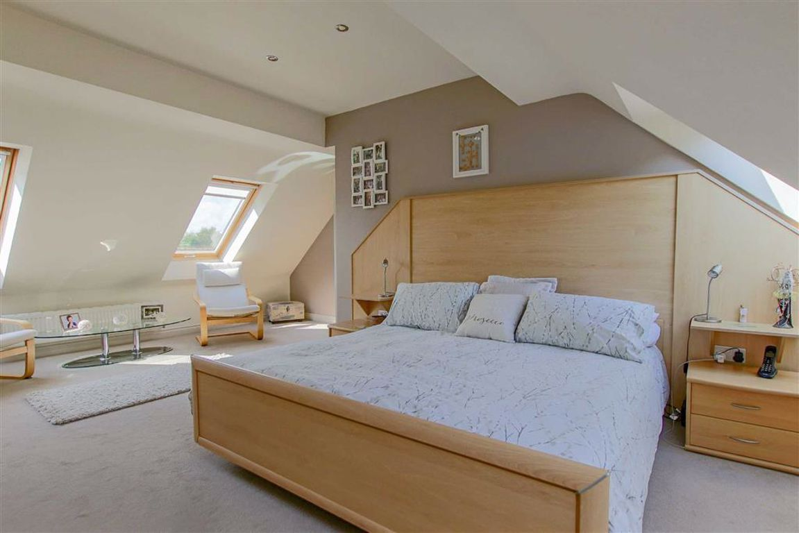 4 Bedroom Mews House For Sale - Image 23