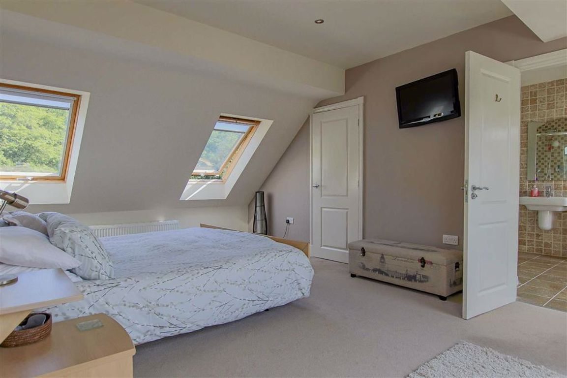 4 Bedroom Mews House For Sale - Image 22
