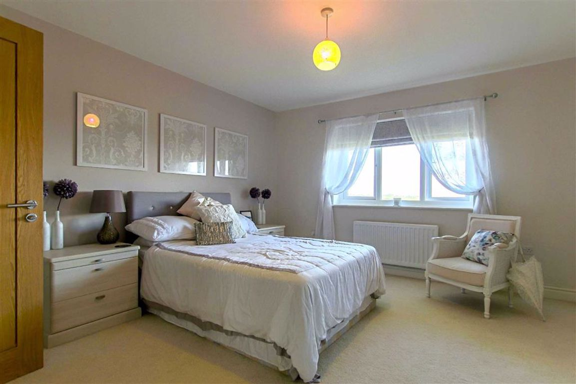 5 Bedroom Detached House For Sale - Image 9