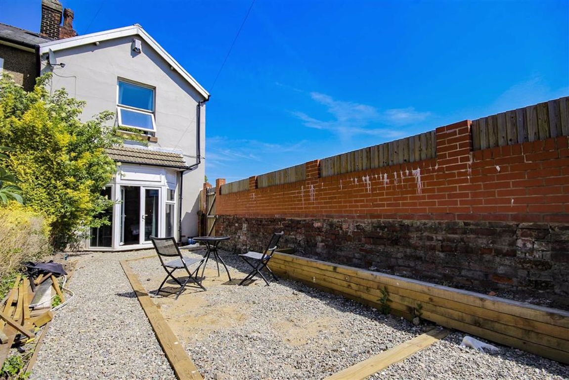 3 Bedroom End Terrace House For Sale - Image 3