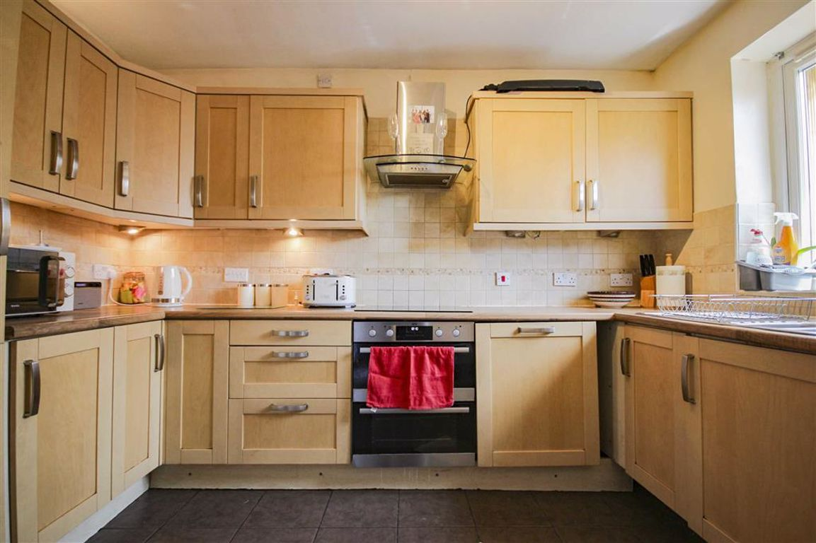 3 Bedroom End Terrace House For Sale - Image 6