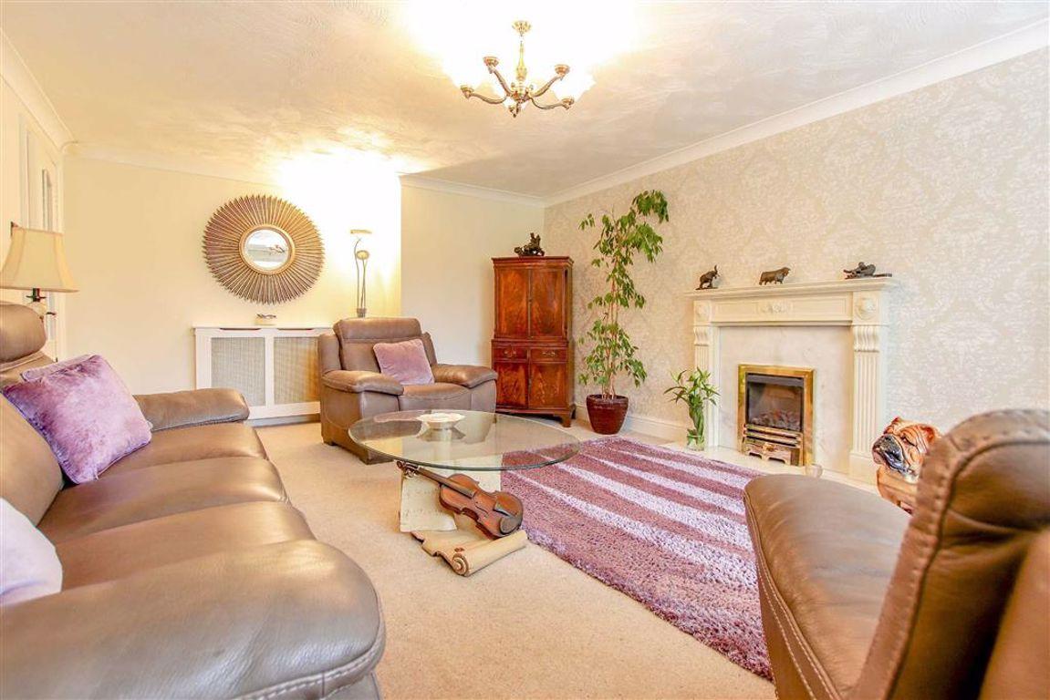 3 Bedroom Detached Bungalow For Sale - Image 4